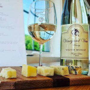 Vineyard View Winery Valvin Muscat wine and cheese pairing